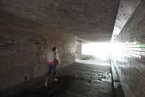 Podchodem Hulvácká v Ostravě-Jihu prochází lidé denně za tmy. Nefungující veřejné osvětlení jen přispívá k pocitům strachu.