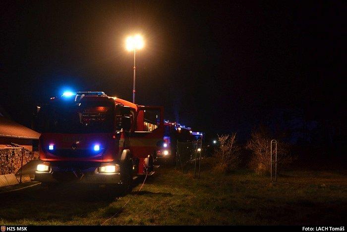 Škodu za milion korun způsobil požár, který v noci na sobotu vypukl ve Vratimově, v místní části Horní Datyně.