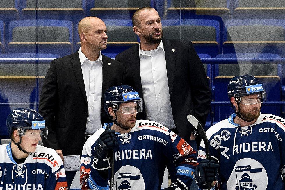 Utkání 27. kola hokejové extraligy: HC Vítkovice Ridera - HC Litvínov, 13. prosince 2020 v Ostravě. (zleva) trenér Miloš Holaň z Vítkovic a asistent trenéra Roman Šimíček z Vítkovic.