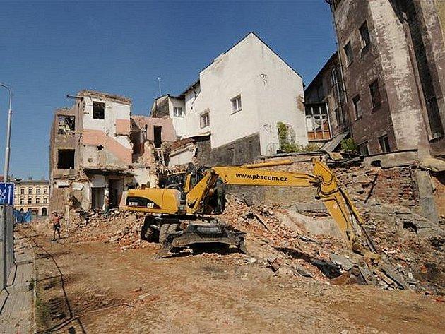 Biskupská se  mění. Krátká ulice poblíž Sýkorova mostu a řeky Ostravice zažívá stavební boom.
