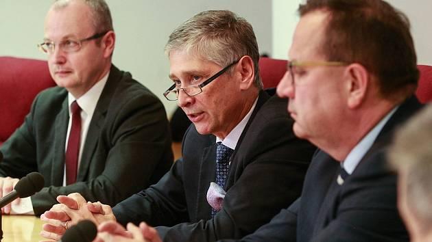 Hejman MSK Ivo Vondrák a ministr průmyslu Jan Mládek.