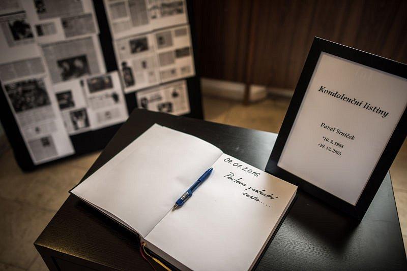 Poslední rozloučení s bývalým fotbalovým brankářem Pavlem Srníčkem se konalo 4. ledna v Ostravě.