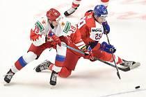 Mistrovství světa hokejistů do 20 let, skupina B: ČR - Rusko, 26. prosince 2019 v Ostravě. Na snímku (zleva) Nikita Rtishev a Jan Sir.