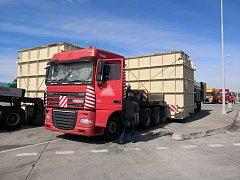Kamiony s nákladem překročily povolené limity.
