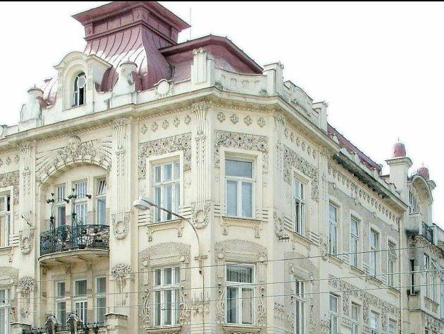 Krásný secesní dům, který stojí na Nádražní ulici, postavila
