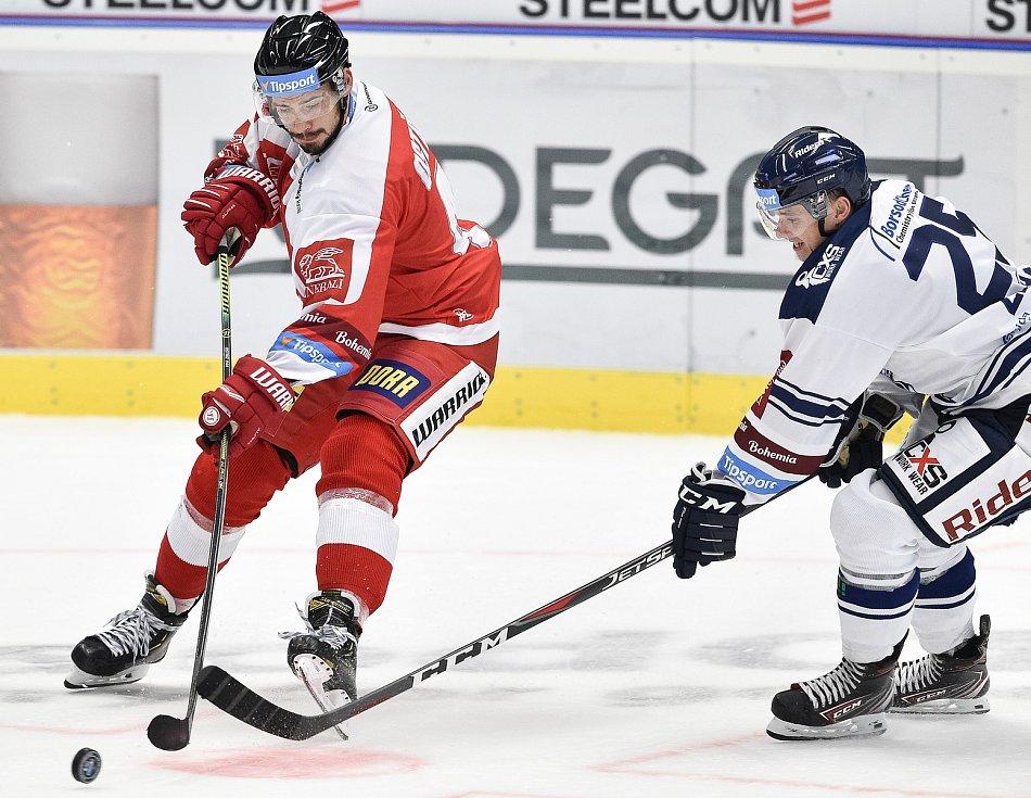 Utkání 1. kola hokejové extraligy: HC Vítkovice Ridera - HC Olomouc, 13. září v Ostravě. Na snímku (vpravo) Patrik Zdráhal.