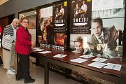 Premiéra filmu Šmejdi o nekalých praktikách prodejců, které používají na předváděcích akcích v kině Luna.