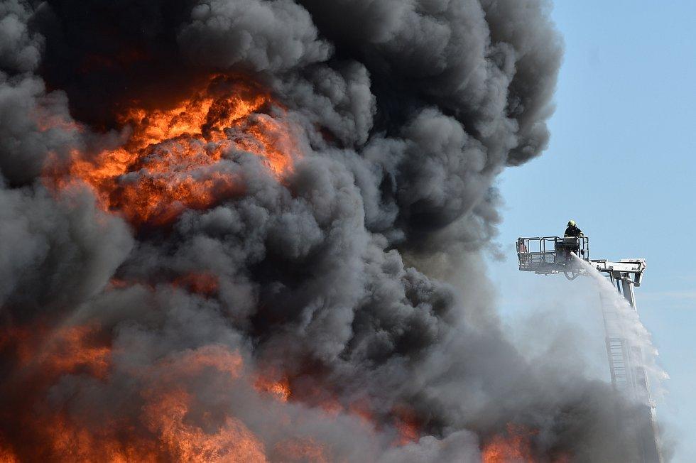 Požár v Ostravě-Vítkovicích, 10. května 2021.