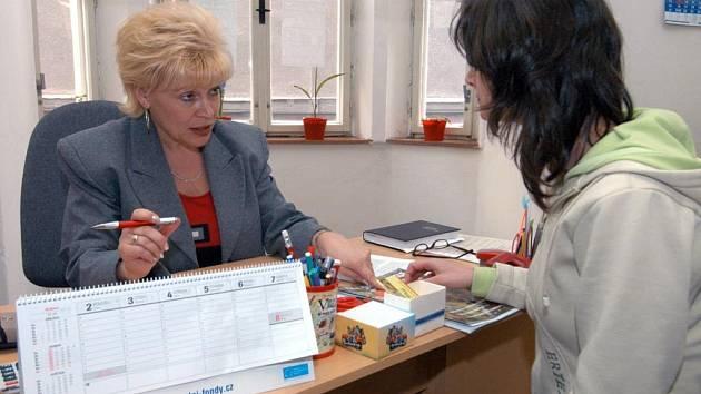 Marcela Reichlová, koordinátorka ostravské poradny Sdružení obrany spotřebitelů (na snímku vlevo)