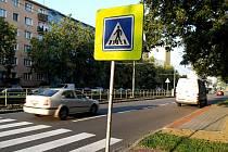 """Chybí už jen přesunout označník a nastříkat dopravní značení, pak bude přestěhování zastávky u """"přechodu smrti"""" hotovo."""