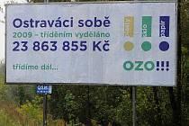 S billboardem na podporu tříděného odpadu se lidé mohou setkat například na ulici Těšínské.