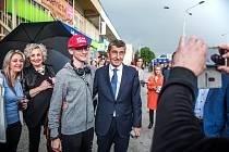 Nyní již býalá starostka Vítkovic Radomíra Vlčková (na snímku druhá zleva) při návštěvě Andreje Babiše v Ostravě.