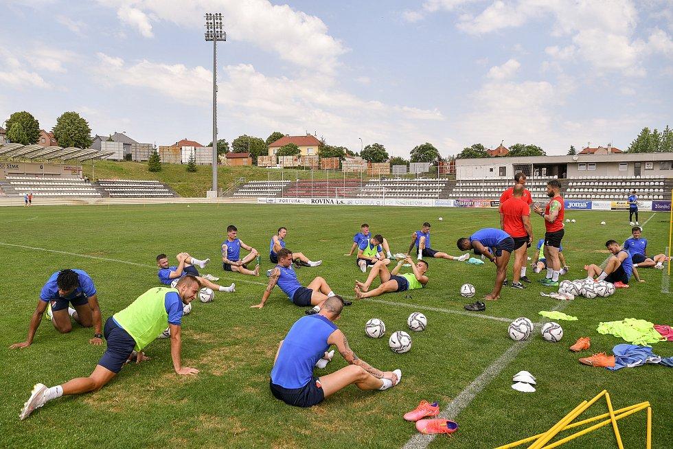 První trénink fotbalového týmu FC Baník Ostrava, 21. června 2021 v Kroměříži.