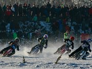 Na Větřkovickou přehradu u Kopřivnice se o víkendu po pěti letech znovu vrátila divácky atraktivní ledová plochá dráha, přezdívaná též jako závody pojízdných cirkulárek.