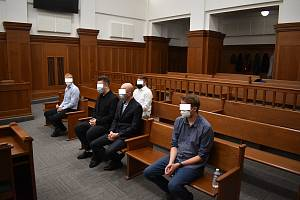 Souzeno je celkem pět mužů. Některým hrozí až dvanáct let vězení.