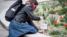 Okrašlovací spolek Za krásnou Ostravu instaloval v Ostravě poetické cedulky s básněmi na téma naděje a smysl lidské existence, 3. dubna 2020.