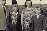 Helena Steblová s manželem a dětmi.