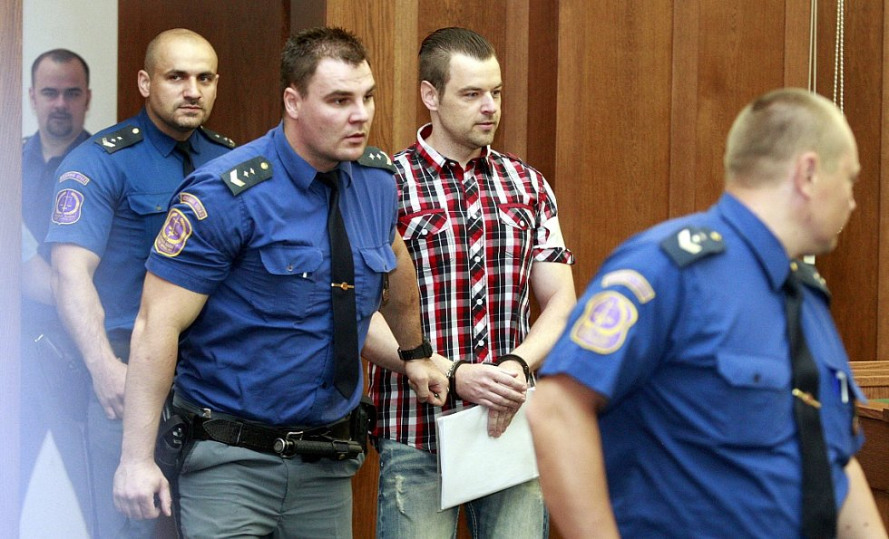 Zahájení zřejmě nesledovanějšího procesu roku 2015, kdy před trestním senátem Krajského soudu v Ostravě stanul Petr Kramný z Karviné.
