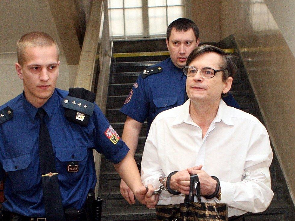 Údajný šlechtic Karel Šimko je obžalován z milionových podvodů.