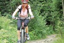 Ohleduplnost, opatrnost, helma na hlavě a kolo v dobrém stavu. To jsou předpoklady toho, aby se cyklista vrátil z výletu v horách živý a zdravý.