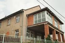 Kulturní dům v Hošťálkovicích se opět začne opravovat. Podaří se obvodu rekonstrukci dotáhnout po patnácti letech do konce?