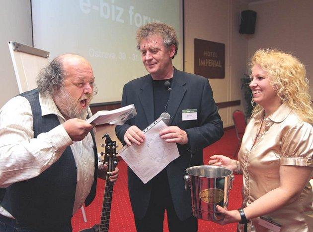 Pepa Streichl (vlevo) křtil knihu Firemní nákup a e-aukce