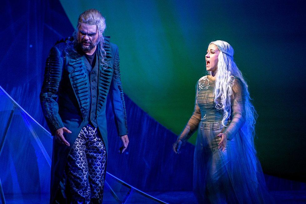 Divadelní představení Rusalka, 11. října 2019 v Ostravě. Na snímku Rusalka Kateřina Kněžíková a Princ Luciano Mastro.