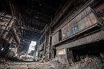 V areálu Vítkovice Steel probíhá demolice uzavřené ocelárny, 26. ledna 2021 v Ostravě.