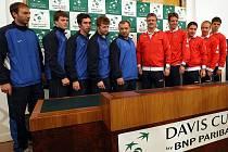 Čtvrteční losování Davis Cup 2011 v Ostravě - Česko vs. Kazachstán. Společná fotografie českého týmu a týmu Kazachstánu.