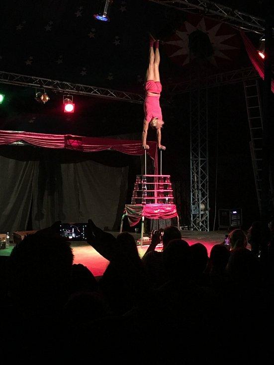 Australan Fatt Matt v sobotu večer v šapitó na festivalu Cirkulum.