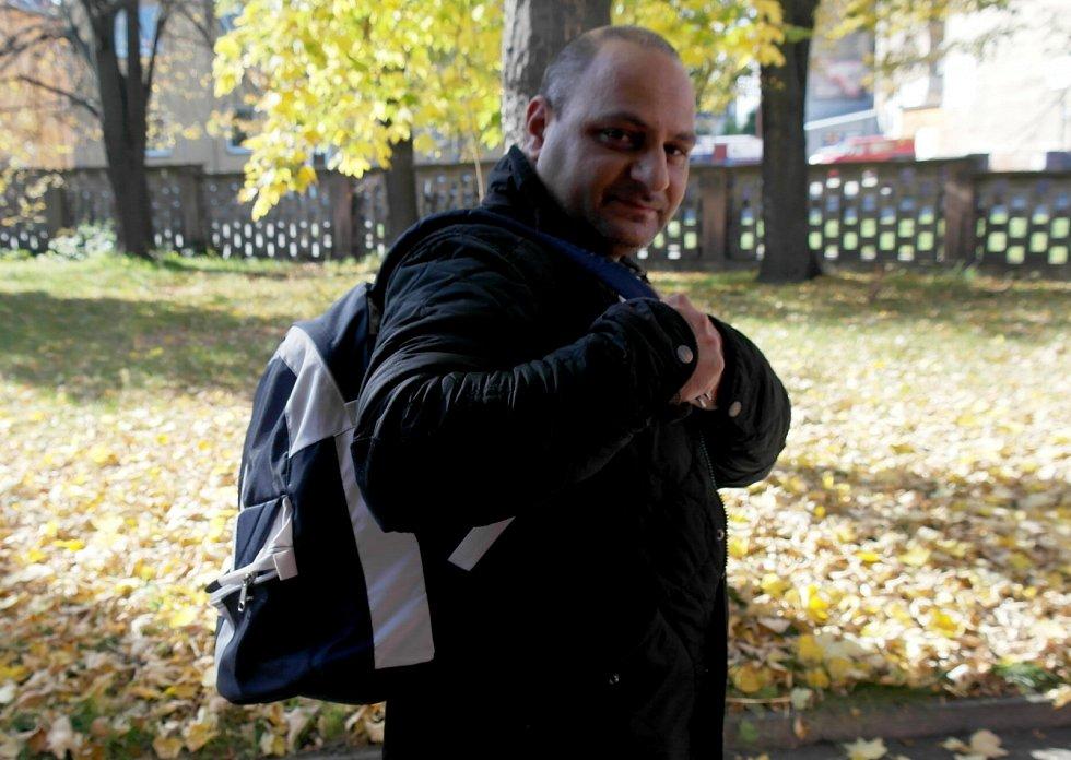 Miroslav Horvát s přezdívkou Pleška pracuje pod hlavičkou neziskové organizace Renarkon, která se v Ostravě snaží pomáhat závislým.