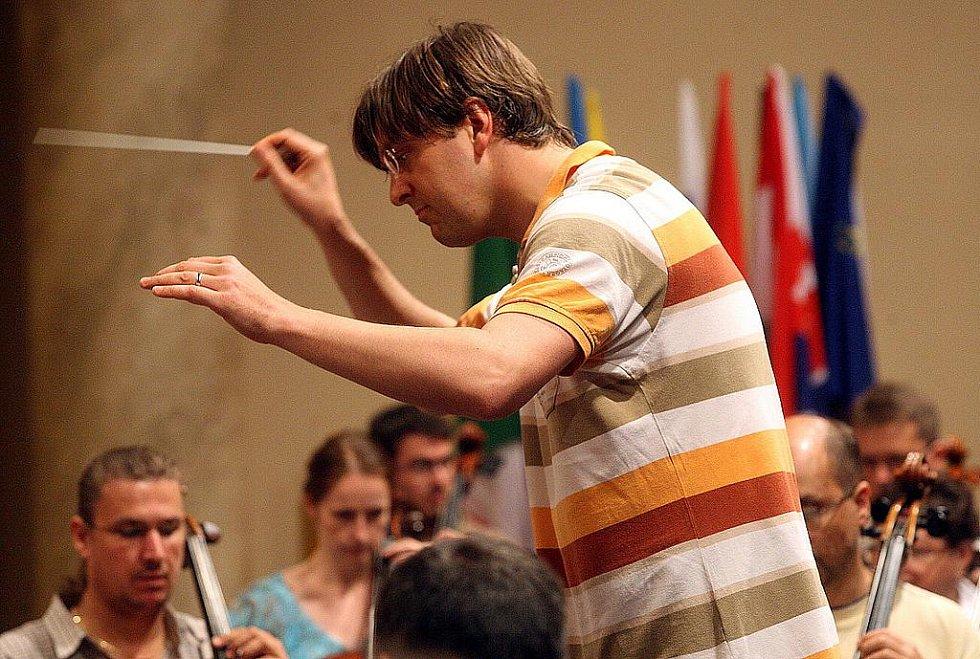 Momentka z Mezinárodního hudebního festivalu Janáčkův máj. Ilustrační snímek z jedné ze zkoušek v roce 2011.