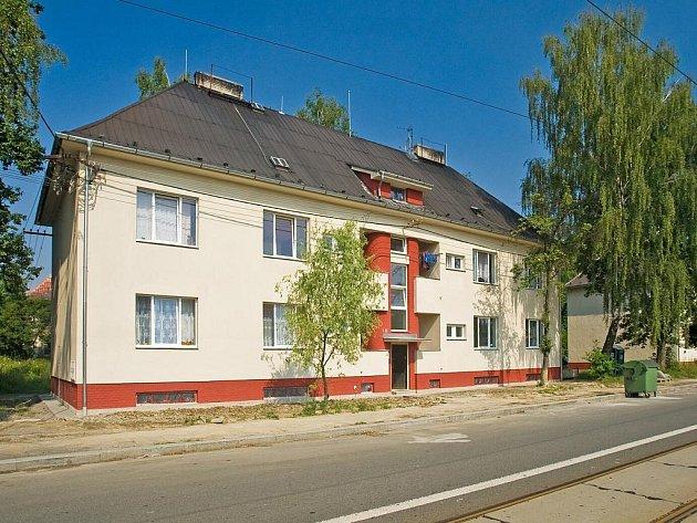 Opravené domy dělají z Ostravy-Kunčiček opět příjemné místo k bydlení. Někteří obyvatelé už však začali to, co bylo opraveno, bezostyšně ničit a rozkrádat.