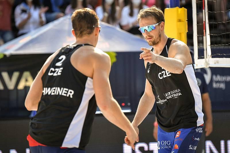 Turnaj Světového okruhu v plážovém volejbalu kategorie 4*, 6. června 2021 v Ostravě. Ondřej Perušič (vpravo), David Schweiner z ČR.