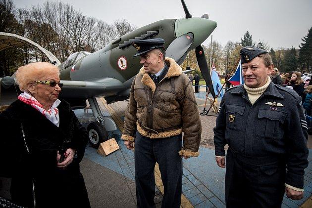 Ostravský obvod Poruba oslavili 8. listopadu 2017 100 let od narození generála Zdeňka Škarvady, který zde léta žil. Dorazili váleční veteráni, zástupci armády, historici (ti také s replikou stíhačky Supermarine Spitfire).