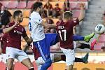 Patrizio Stronati z Ostravy a Martin Frýdek - FORTUNA:LIGA - Skupina o titul - 2. kolo, AC Sparta Praha - FC Baník Ostrava, 23. června 2020 v Praze.