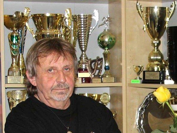 Pořadatel mnoha běžeckých podniků vOstravě iJilešovicích, to je středoškolský pedagog Jiří Brož.