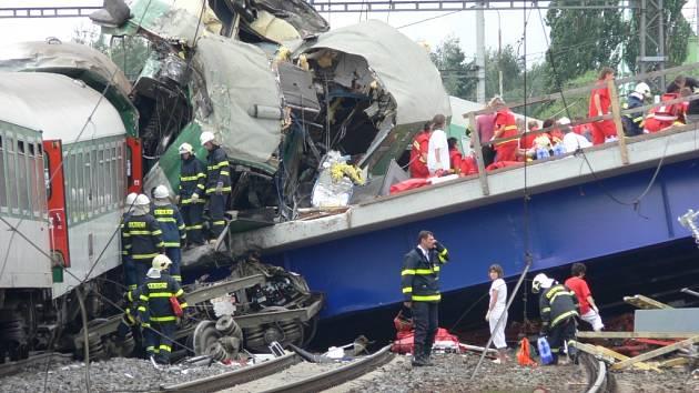 Smrt ve vlaku. Železniční nehoda ve Studénce si vyžádala osm lidských životů.