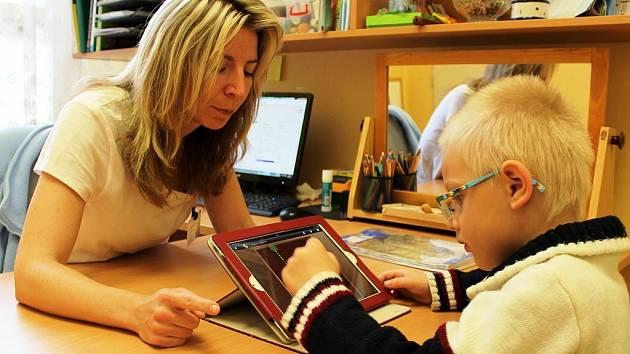 Tablety Apple iPad mohou k diagnostice a terapii v rámci logopedické péče nově využívat pacienti Vítkovické nemocnice. Ilustrační foto.