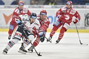 Utkání 34. kola hokejové extraligy: HC Vítkovice Ridera - HC Oceláři Třinec, 12. ledna 2019 v Ostravě. Na snímku (zleva) Jozef Baláž a Martin Adamský.