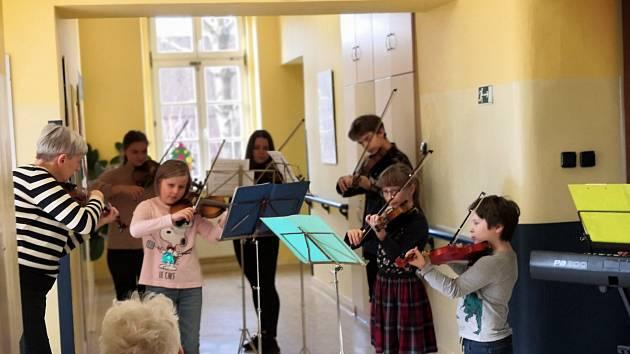 Adventní koncert žáků ZUŠ pro pacienty Nemocnice Český Těšín.