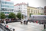 Příprava divadelního happeningu na Masarykově náměstí. Ilustrační foto.