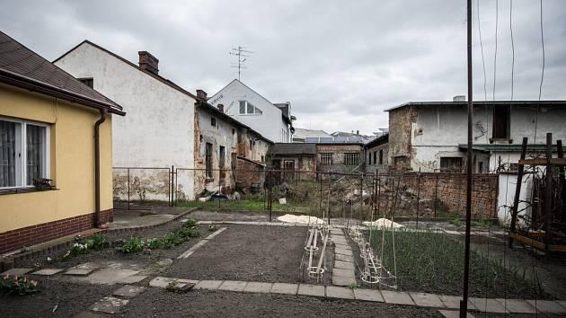 Místo přízemního domku v sousedství čtyřpatrový dům s dvaceti byty?