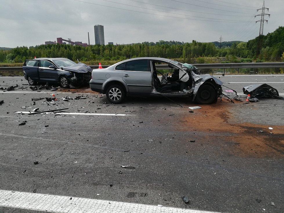 Červenec 2019, nehoda na silnici z Orlové do Karviné, kde se srazila tři osobní auta a jedno nákladní. Jedna žena zemřela, pět dalších účastníků nehody bylo zraněno.