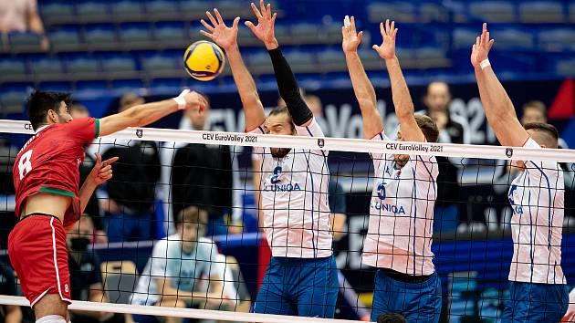 Čeští volejbalisté měli na ME v Ostravě vítězství nad Bulharskem na dosah, ale ve čtvrtém setu nevyužili mečtbol a nedělní zápas nakonec prohráli 2:3.