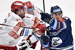 Utkání 15. kola hokejové extraligy: HC Vítkovice Ridera - Mountfield Hradec Králové, 9. listopadu 2020 v Ostravě. (zleva) Petr Zámorský z Hradce Králové a Dominik Lakatoš z Vítkovic.