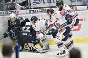 Utkání 30. kola hokejové extraligy: HC Vítkovice Ridera - HC HC Škoda Plzeň, 28. prosince 2018 v Ostravě. Na snímku (střed) Milan Gulaš a Daniel Krenželok.