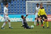 Zápas 17. kola první fotbalové ligy mezi FC Baník Ostrava a 1. FC Slovácko, 17. února 2018 v Ostravě. (vlevo) Hrubý Robert a Lukáš Sadílek ze Slovácka.