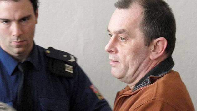 Karel Rožaš podle obžaloby několik let týral svou matku.