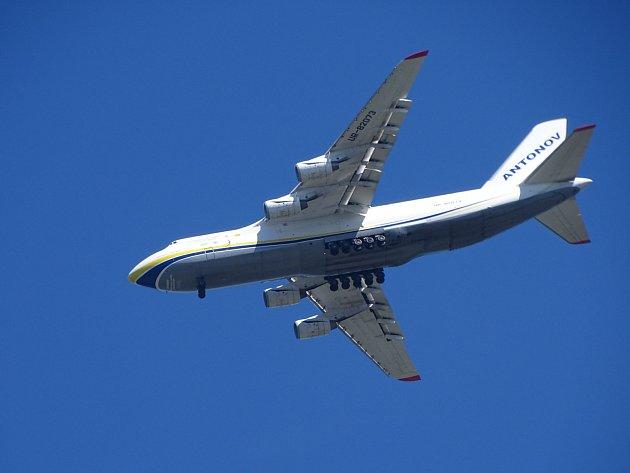 Antonov An-124Ruslan nad Šenovem